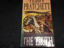 CORGI PB BOOK 2001 TERRY PRATCHETT DISCWORLD NOVEL THE TRUTH